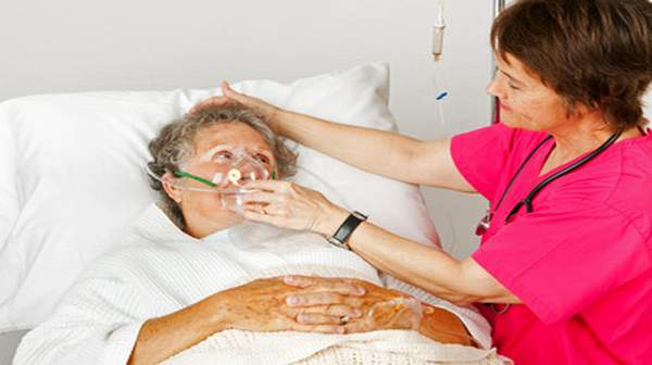 senior woman with nurse pneumonia